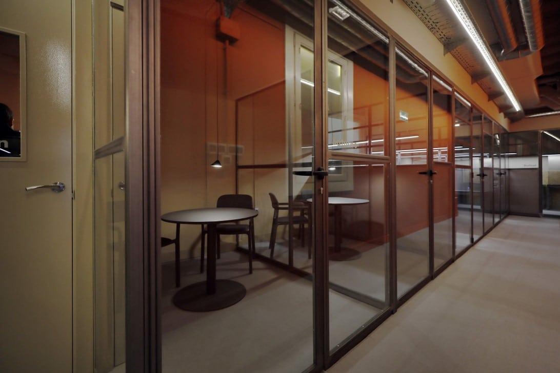 paredes en cristal y metal oficinas