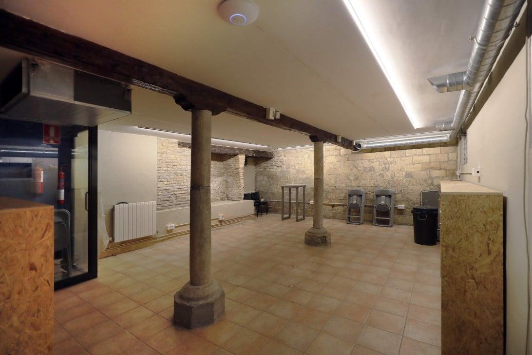 Remodelación edificio sotano vigas y mobiliario Impacthub